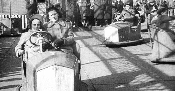Už roku 1940 se na poutích jezdilo v autíčkách