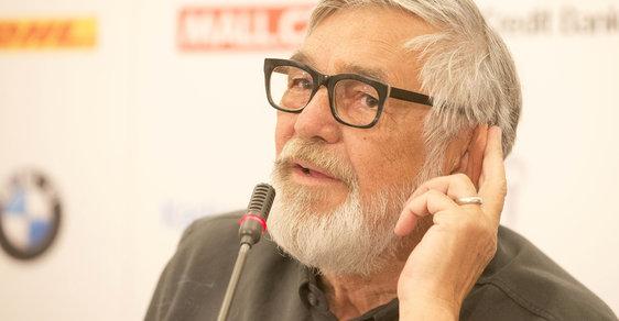 Jiří Bartoška na na tiskové konferenci ke karlovarskému festivalu