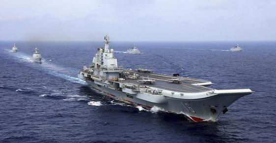 Čínská letadlová loď Liaoning, která původně sloužila v armádě SSSR.
