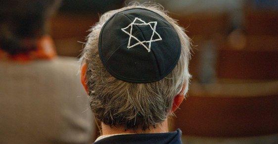 Žid v jarmulce -ilustrační foto