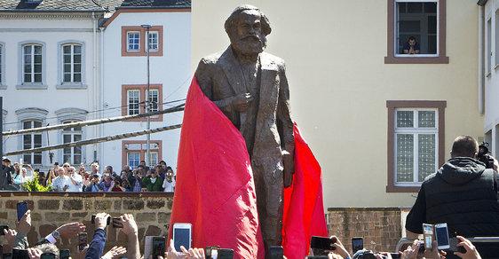 Karlu Marxovi odhalili 5.5.2018, celých 200 let od jeho narození, v jeho rodném Trevíru kontroverzní sochu
