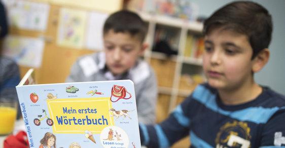 Žák v uprchlickém centru v Německu.