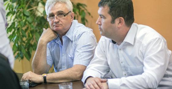 Předseda Senátu Štěch (vlevo) a předseda ČSSD Hamáček (vpravo) mají rozdílné představy o účasti ve vládě