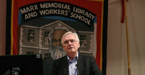 John McDonnell. Labourista, možný budoucí ministr financí Velké Británie a marxista.
