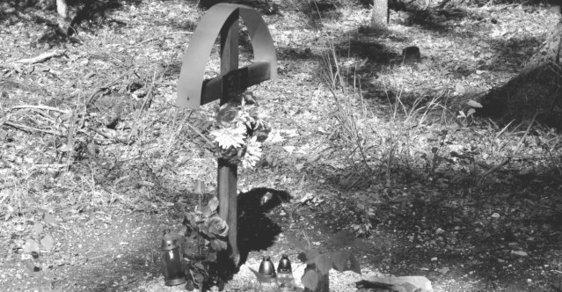 Zavražděný se odplazil do lesa