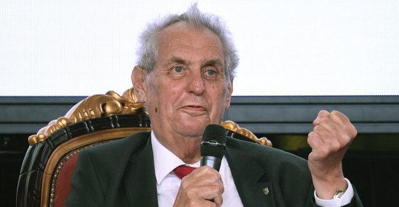 Miloš Zeman si vytváří vlastní tradice. Babiš zvětšování prezidentovy moci jen přihlíží