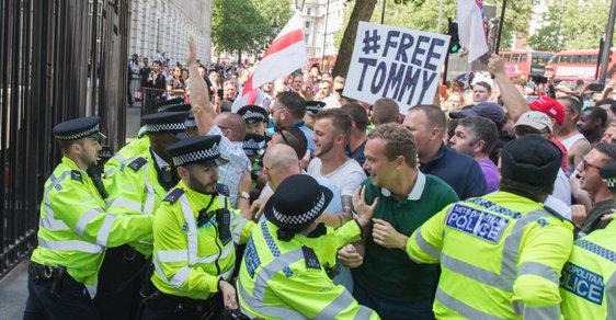 Protest proti zatčení Tommyho Robinsona