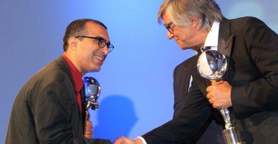 V roce 2011 vyhrál ve Varech Izraelec Joseph Madmony Křišťálový glóbus za film Restaurátor. Letos přiveze drama Geula. Na snímku je Madmony s Jiřím Bartoškou.