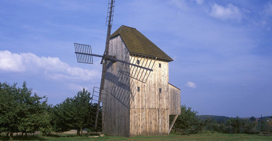 Tip na cyklovýlet: Větrný mlýn u Starého Poddvorova je unikátní technickou památkou z 19. století