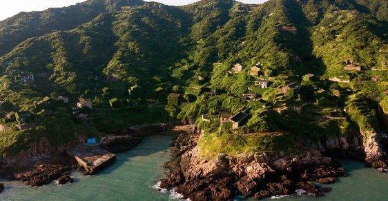 Rybářskou vesnici v Číně pohltil les. Z centra tradičního řemesla se stalo město duchů