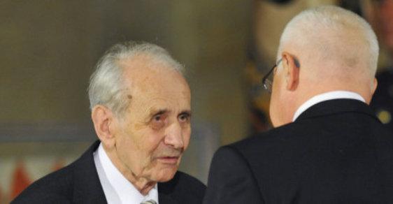 Politického vězně Františka Suchého v roce 2011 bývalý prezident Václav Klaus ocenil za vynikající zásluhy o rozvoj demokracie, humanity a lidská práva. Suchý dostal Řád Tomáše Garrigua Masaryka