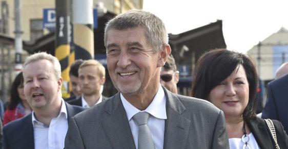 Ministr životního prostředí Brabec, premiér Babiš a ministrině financí Schillerová