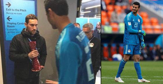 Brankář Egypta Muhammad Šanáví byl v pátek na fotbalovém mistrovství světa zvolen nejlepším hráčem utkání s Uruguayí, cenu ale odmítl.