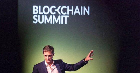 Blockchain, který známe díky bitcoinu, je geniální technologie. Zázračně zlepšit státní správu ale neumí
