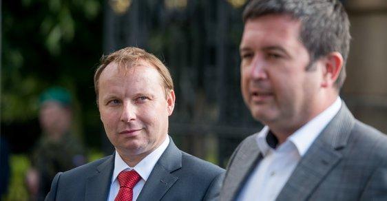 Miroslav Poche a Jan Hamáček (oba ČSSD)