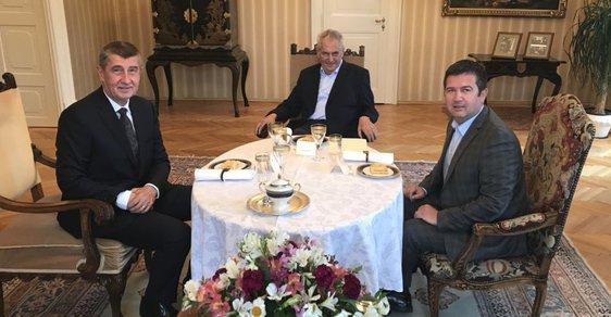 Se Zemanem si budeme dávat schůzky každý týden do konce volebního období, naznačil Hamáček