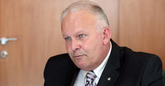 Ministr práce a sociálních věcí Petr Krčál má problém s diplomovou prací