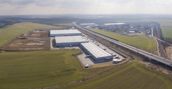 Logistické centrum postavené developerem Panattoni v Pavlově u Prahy. Čínská společnost Huajie přes něj otevře cestu čínským e-shopům do Evropy.