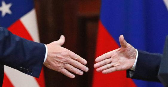 Donald Trump a Vladimir Putin na summitu prezidentů v Helsinkách