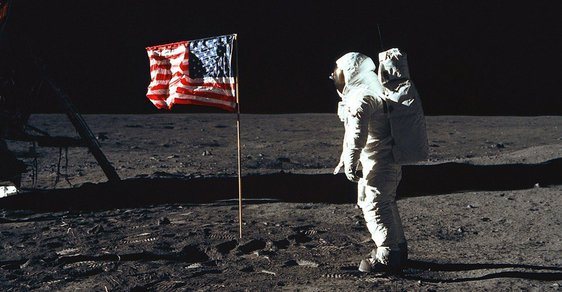 20. července 1969 se lidé poprvé prošli po Měsíci.