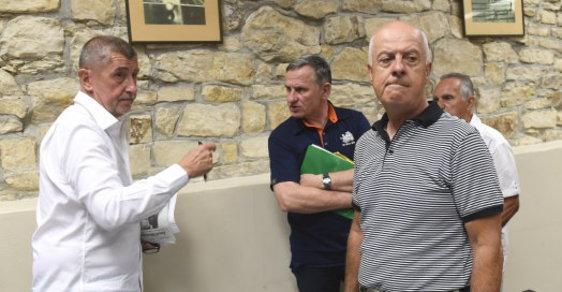 Andrej Babiš a Jiří Čunek na schůzi bytového družstva Svatopluk