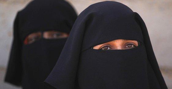 Účast Mohamedovi manželky Aišy v bitvě byla vnímána jako negativní důsledek vlivu ženy v politice, proto mnozí muslimští teologové a právníci při tvorbě islámských morálních norem kladli důraz na zabránění účasti ženám v politice.