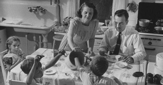 Jak vypadal život americké ženy v domácnosti ve 40. letech 20. století? Prohlédněte si unikátní fotografie