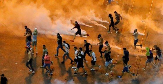 Sociální demokracie je černý mor. Rumuni celý víkend protestovali proti vládě, stovky z nich byly zraněny