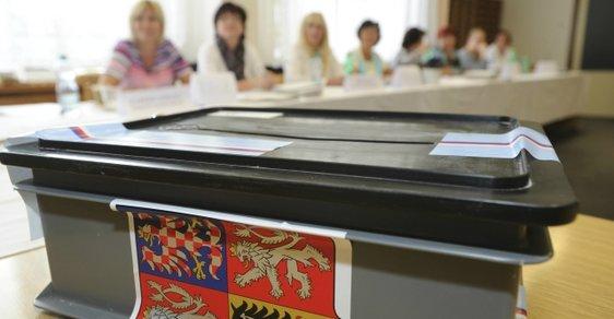 Volební komise a urna - ilustrační foto