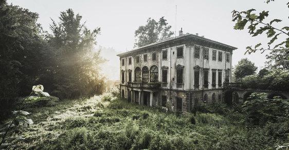 Rozpadající se krása: Opuštěné paláce, vrakoviště i kostely na jedinečných fotografiích