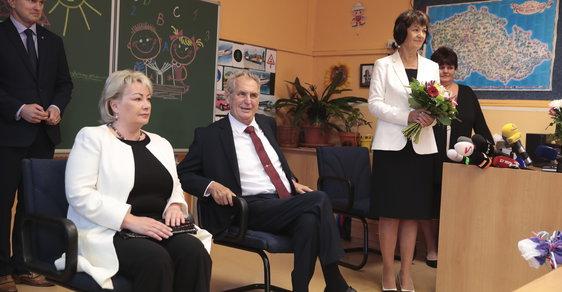 Miloš Zeman se v doprovodu své manželky vydal přivítat prvňáčky ve škole