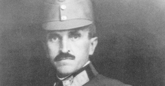 Cestovatel v uniformě rakousko-uherského polního maršála v roce 1917.