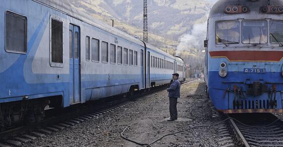 Vlak je připraven k odjezdu. Mizející železniční svět východní Evropy na romantických fotografiích