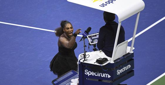 Serena Williamsová se hádá se sudím Ramosem ve finále US Open