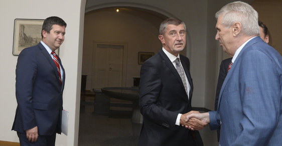 Má Hamáček šanci proti silnému tandemu Babiš-Zeman?