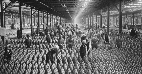 Zapomenutí kanárci: Ženy z muničních továren, které 1. světová válka zbarvila dožluta