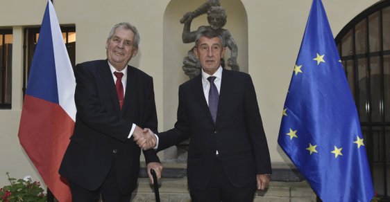 Jednání vlády o rozpočtu se účastnil i prezident Zeman. Vážné výhrady neměl