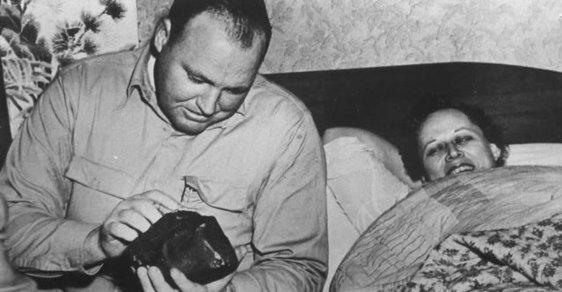 Ann Hodgesová: Jediná žena, kterou prokazatelně uhodil meteorit. Srážku přežila, štěstí jí to ale nepřineslo