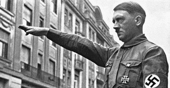 Bude lepším starostou Hitler, nebo Lenin? Rozhodnou komunální volby