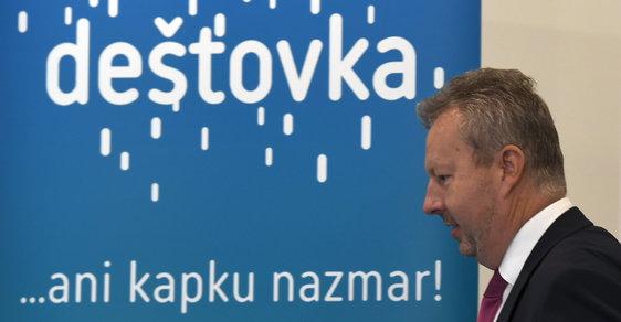 Ministr životního prostředí Richard Brabec představil další novinky v programu Dešťovka (25.9.2018)