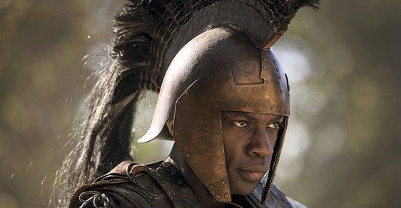 V novém seriálu Troy: Fall of a City hraje starověkého řeckého hrdinu Achilla černoch David Gyasi