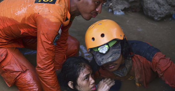 1234 potvrzených obětí zemětřesení a cunami v Indonésii. Česká vláda pošle pomoc za 10 milionů