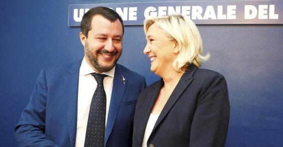 Šéf italské strany Liga Severu Matteo Salvini a předsedkyně francouzského Národního sdružení (bývalé Národní fronty) Marine Le Penová