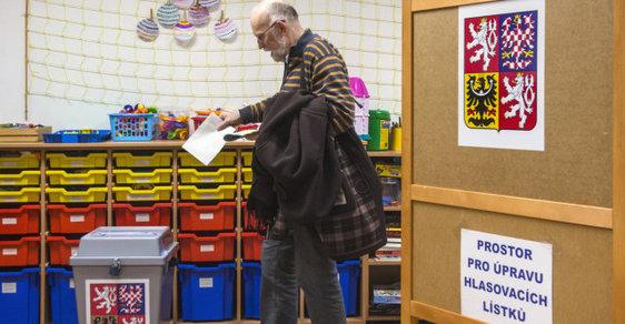 Volební lístky pro druhé kolo voleb dostanete až ve volební místnosti (ilustrační foto)