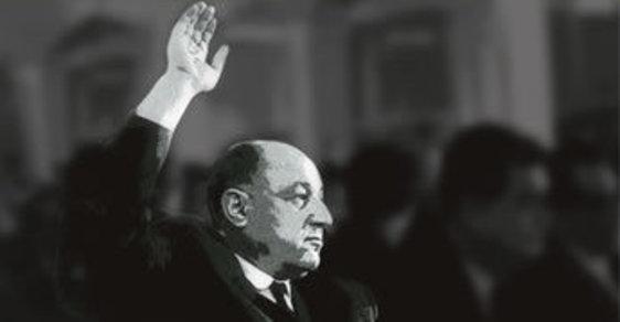 Strhující román o muži, který se v srpnu 1968 pod hrozbou likvidace vzepřel okupantské moci a jako jediný nepodepsal potupný moskevský dokument.