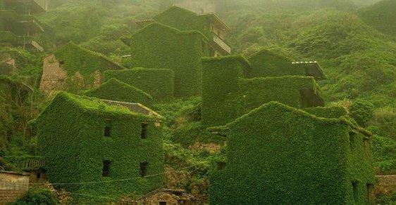 Zeleň pohltila rybářskou vesnici. Stala se z ní žádaná turistická atrakce