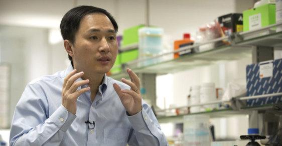 Čínský profesor Che Ťien-kchuej, který podle svých slov stvořil první geneticky upravené děti