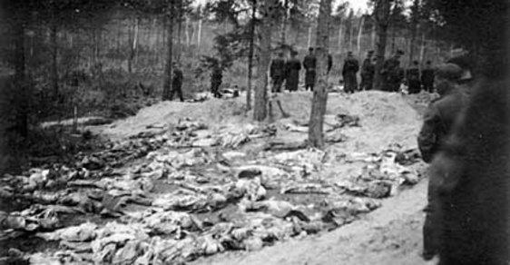 Při Katyňském masakru zahynuly desetitisíce Poláků, především důstojníků a inteligence. Moskva se snažila svou odpovědnost ututlat.