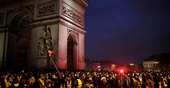 Ve Francii probíhají protesty proti zdražování pohonných hmot