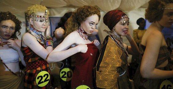 Objevte smrtící kouzlo černých albínů. V Keňi proběhla jejich první soutěž krásy